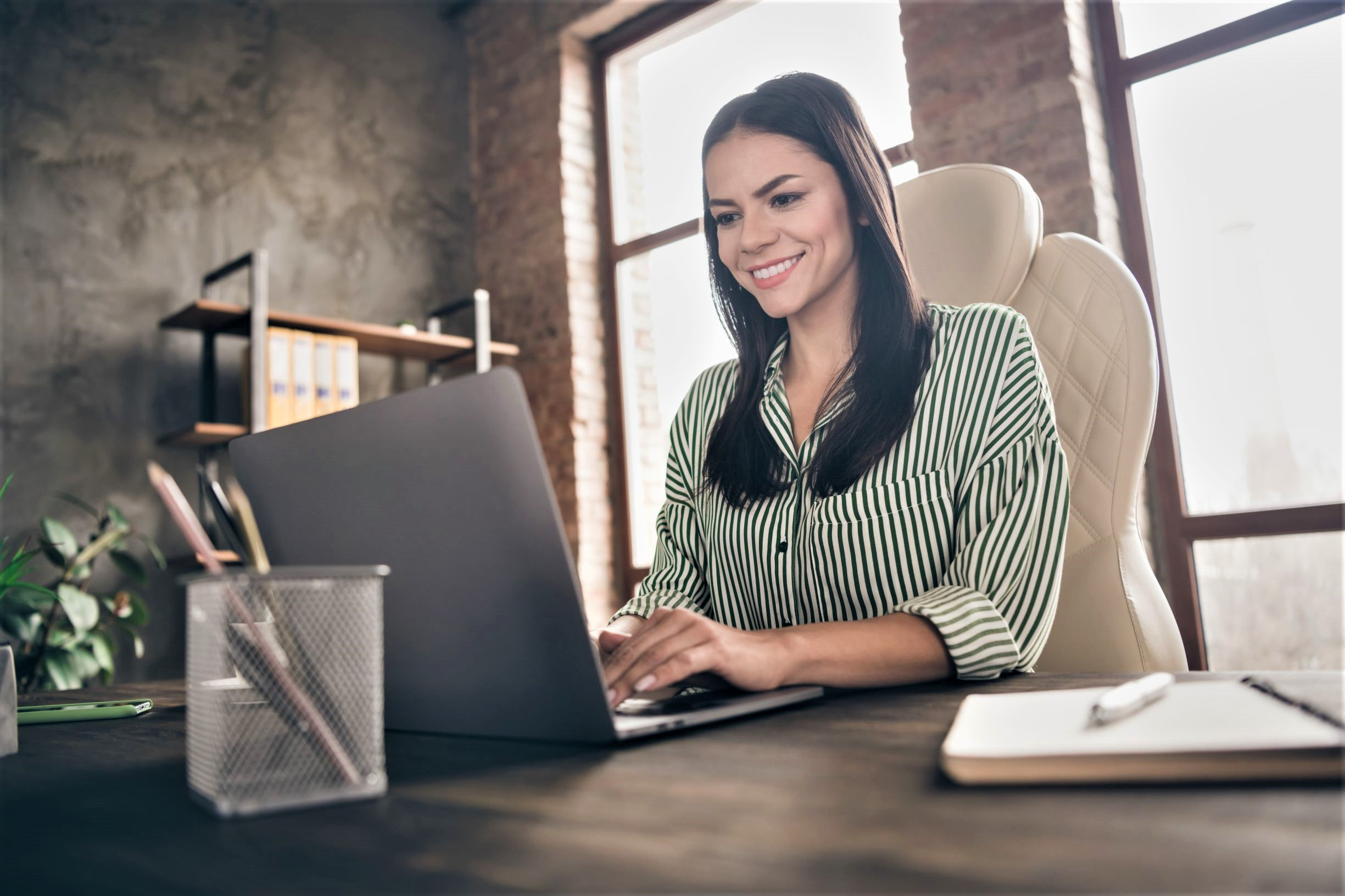 Attorney seeks new clients from her office by connecting online with Spanish speaking leads
